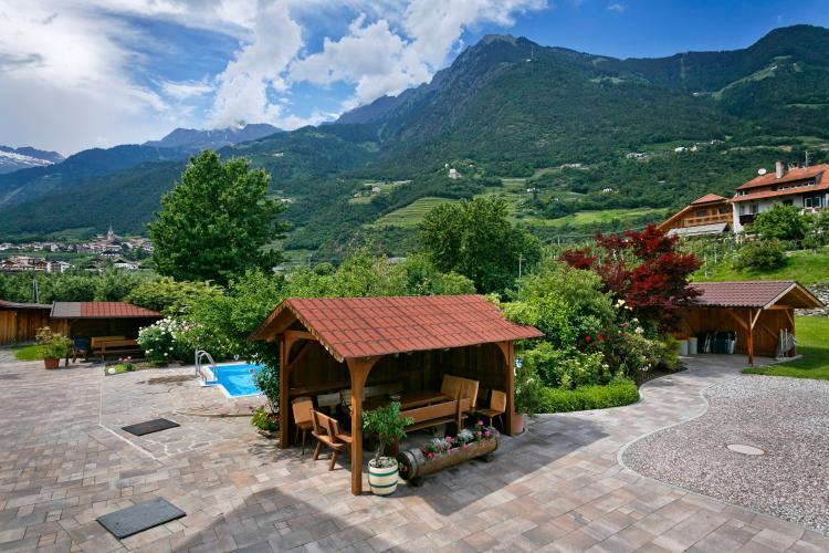 ferienwohnung zimmer mit pool garni sonnengarten in meran gratsch. Black Bedroom Furniture Sets. Home Design Ideas